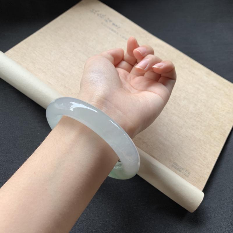 【冰糯种飘绿圆条手镯,冰润润的,色泽鲜美艳丽,值得拥有,完美!】图6