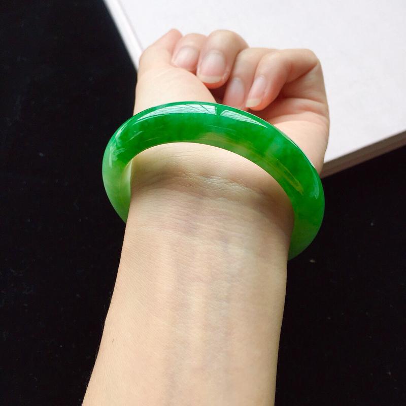 【【原价28.3万元】*正圈55.2mm,细糯阳绿手镯,底子细腻,近满圈阳绿,青翠苍绿】图6