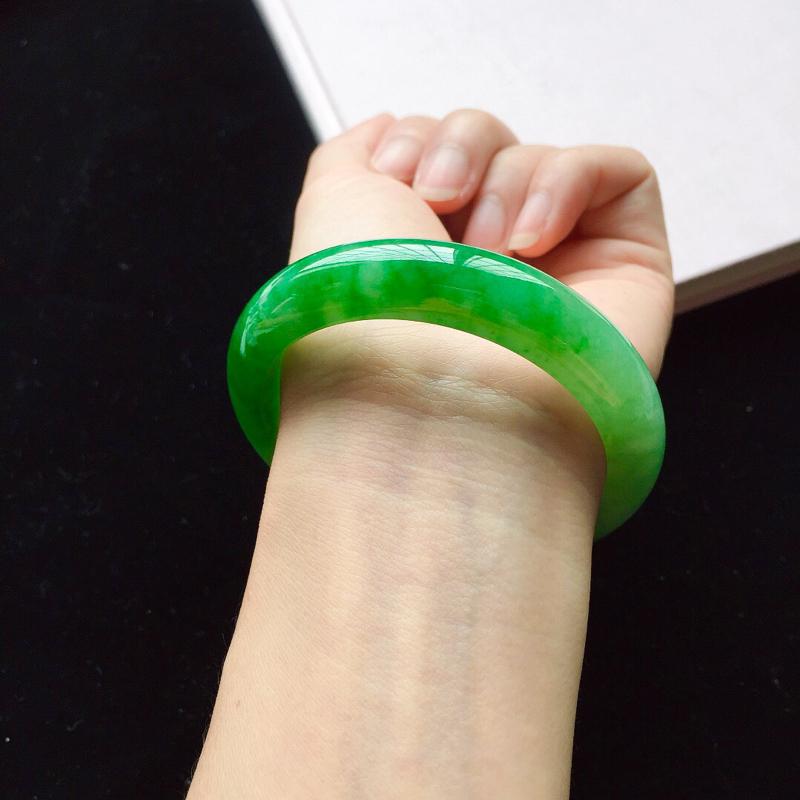 【【原价28.3万元】*正圈55.2mm,细糯阳绿手镯,底子细腻,近满圈阳绿,青翠苍绿】图5