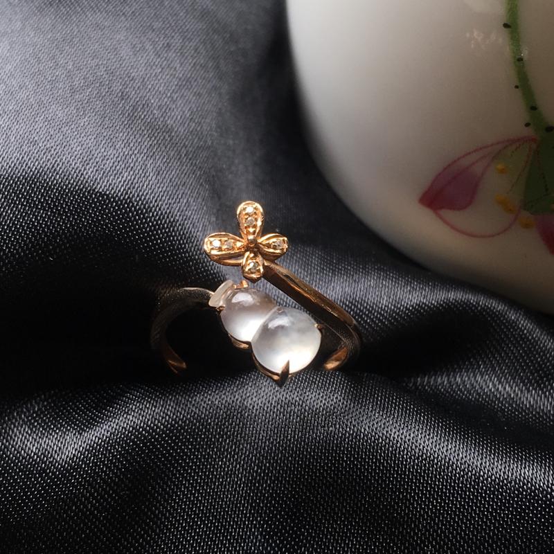 翡翠a货,老坑玻璃种葫芦戒指,18k金镶嵌,种水一流,佩戴精美,起荧光