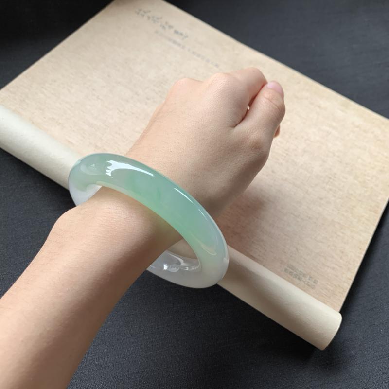 【冰糯种飘绿圆条手镯,冰润润的,色泽鲜美艳丽,值得拥有,完美!】图7