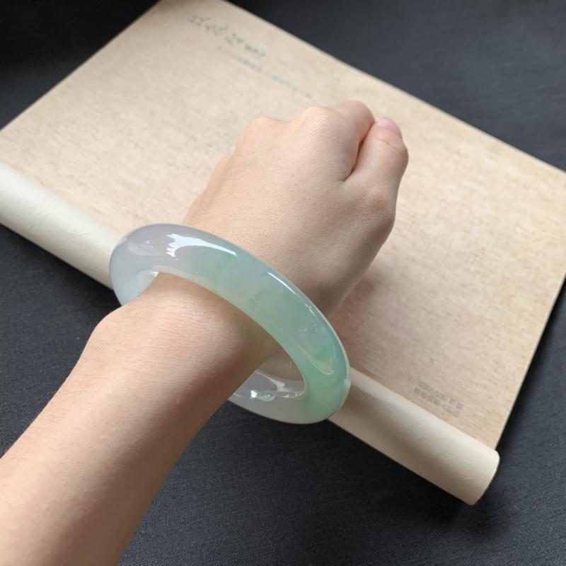 【冰糯种飘绿圆条手镯,冰润润的,色泽鲜美艳丽,值得拥有,完美!】图8