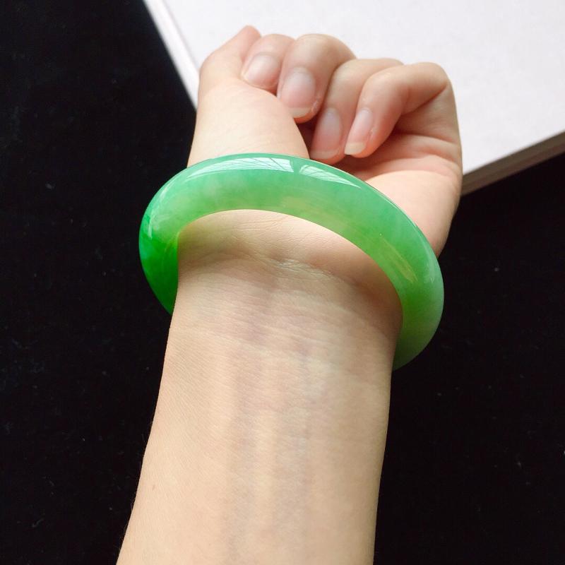 【【原价28.3万元】*正圈55.2mm,细糯阳绿手镯,底子细腻,近满圈阳绿,青翠苍绿】图9