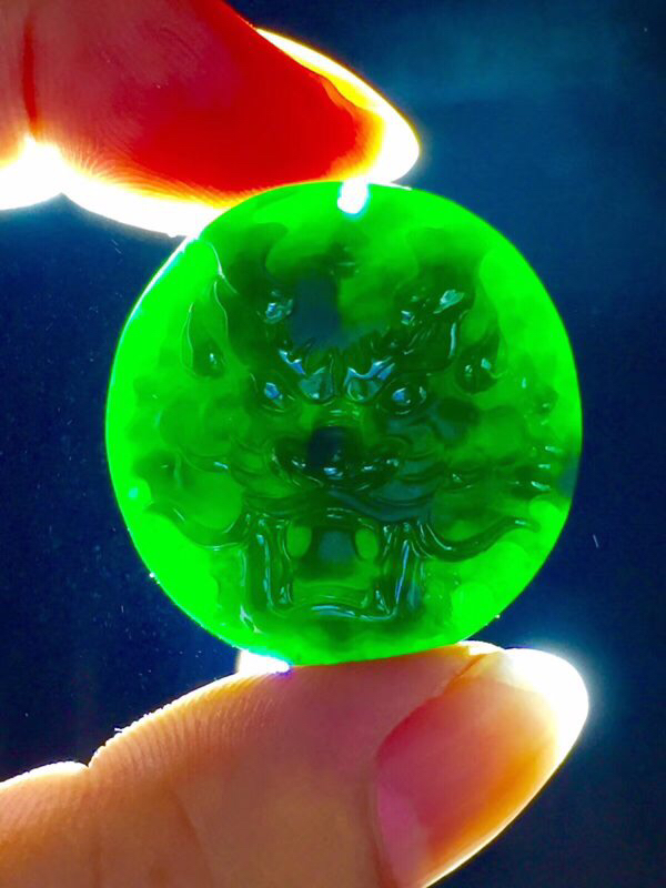 墨翠【龙头霸业】完美无裂纹,细腻干净,黑度好,性价比高,雕工精湛,打灯透绿