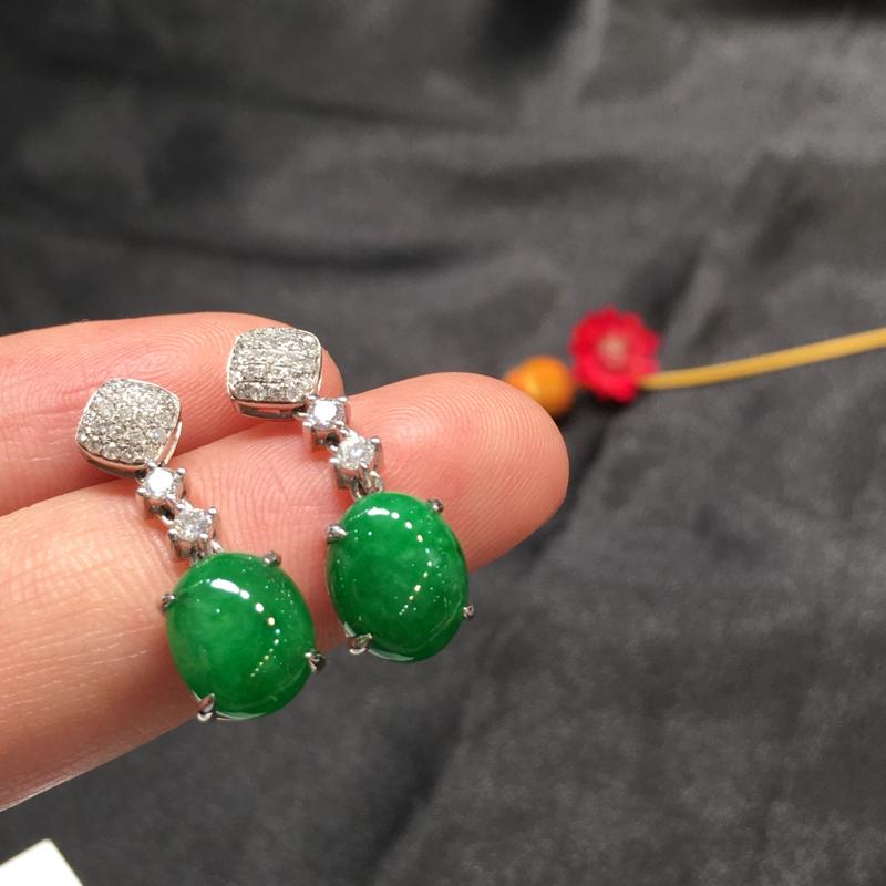 一对满绿耳坠,底庄细腻,18k白金南非真钻镶嵌,有微纹可忽略,性价比高,推荐,尺寸24*7.8*5.