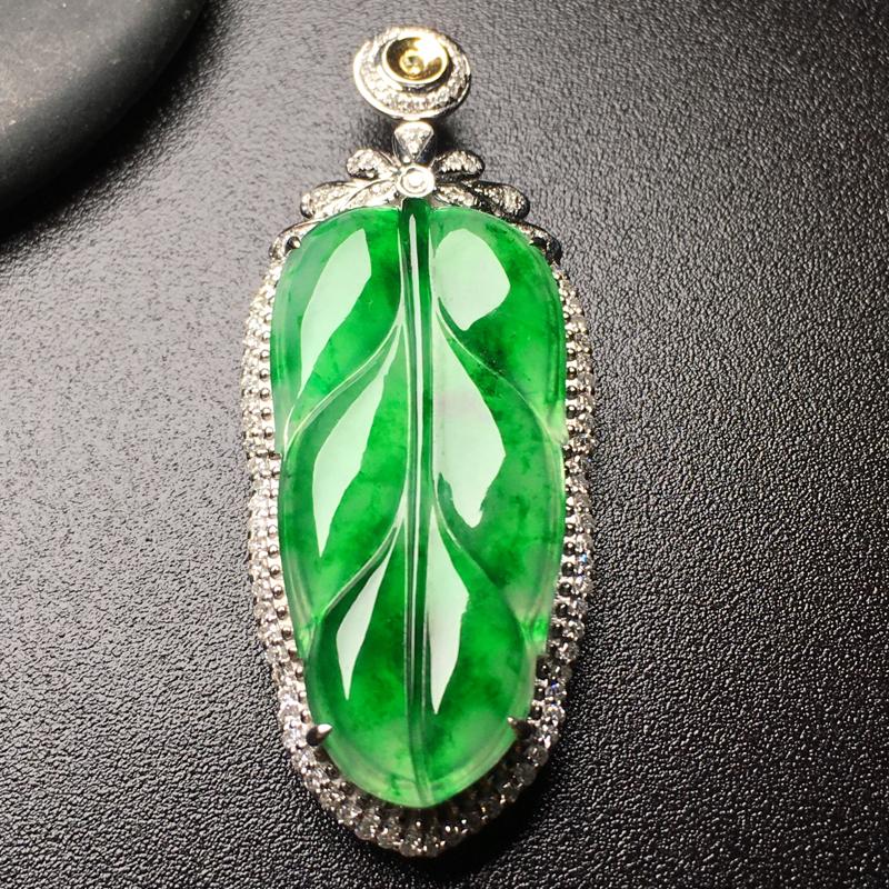 满绿叶🍃子翡翠吊坠,色辣,水润通透,饱满圆润,完美,性价比高,裸石尺寸:31.8*15.4*3.3整