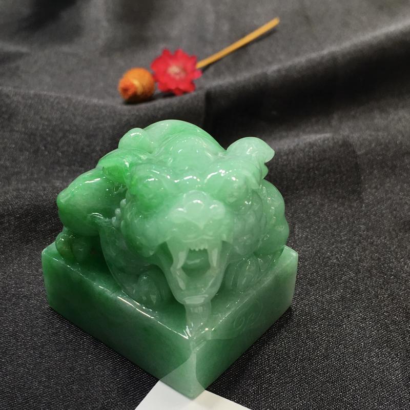 浅绿貔貅印章,聚财辟邪,底庄细腻,有微纹可忽略,性价比高,推荐,尺寸32.8*27.7*35.5mm