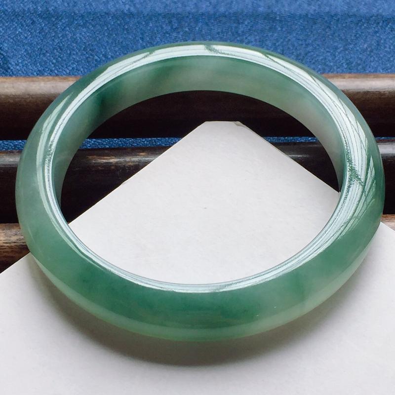 正圈57.8mm,细糯晴绿手镯,底子细润,韵味十足