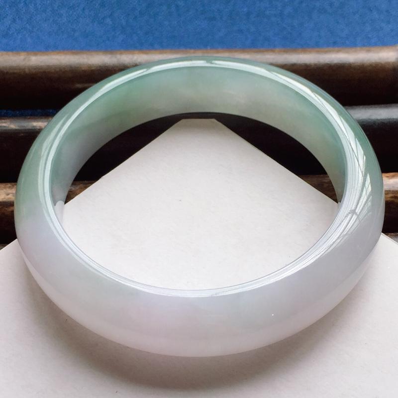 正圈57.5mm,细糯紫底色晴绿手镯,底子细润,甜美淡雅