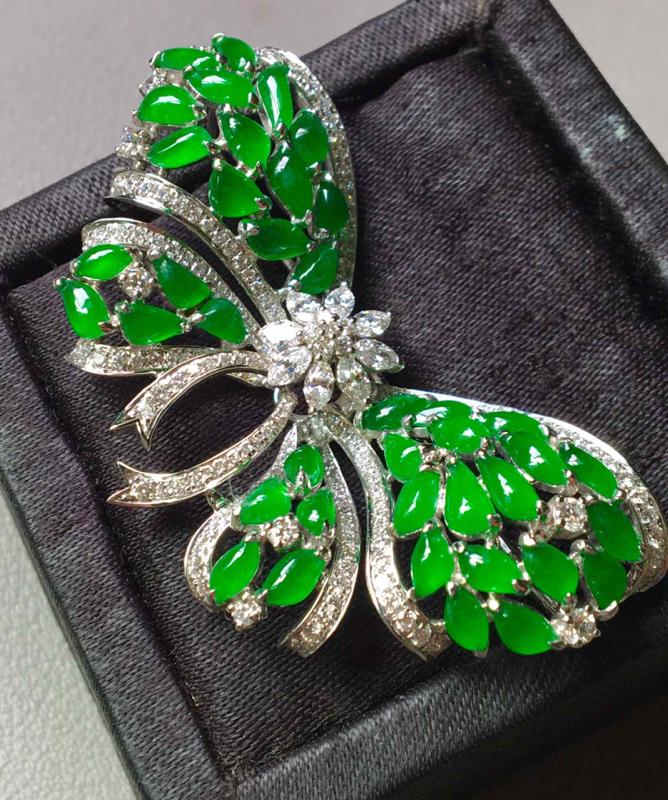 冰阳绿蝴蝶胸针,完美,色泽艳丽,性价比高,裸石尺寸5.3/3/3--51/25/10.5