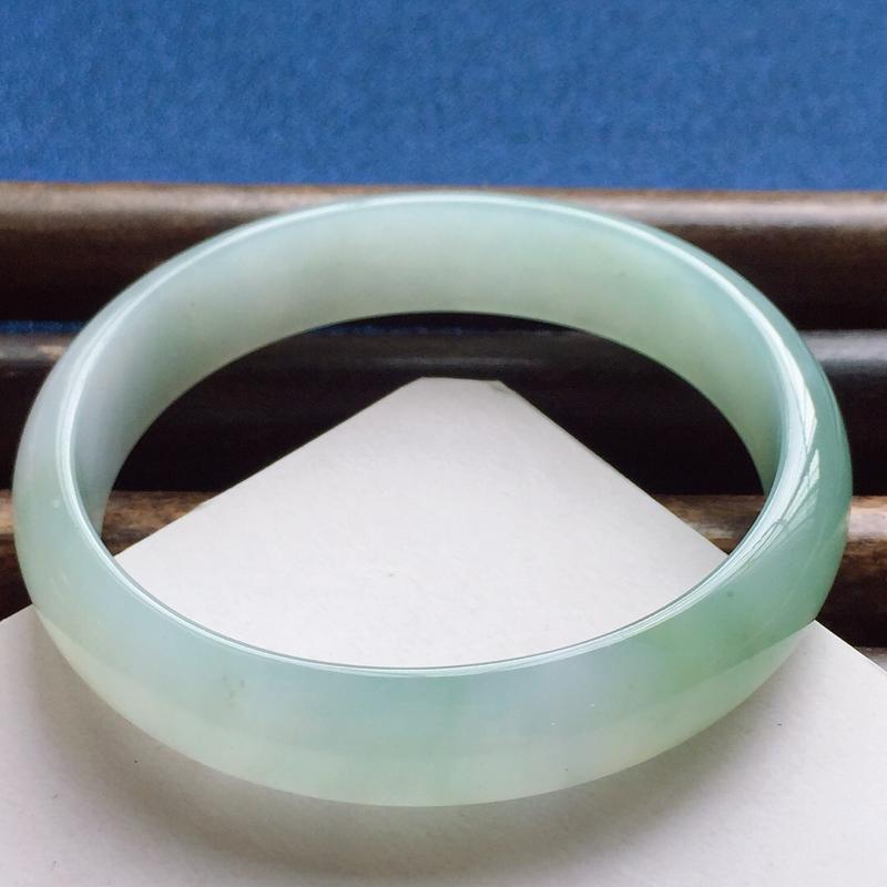 贵妃56.3mm,细糯晴绿贵妃手镯,短径51.6mm,正圈54.3可戴,水润质地,清新淡雅