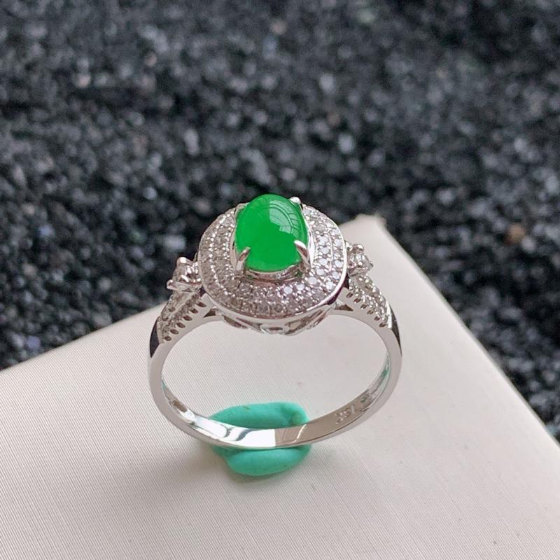 🙏缅甸天然翡翠A货,18k金豪镶伴钻满绿戒指,克重3.15。内径:17,质地细腻,清秀高雅,款式新颖