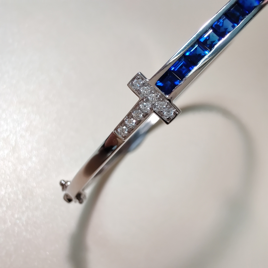 【【手镯】18k金+蓝宝石+钻石  宝石颜色纯正 货重:8.29g  主石:1.15ct/12p】图3