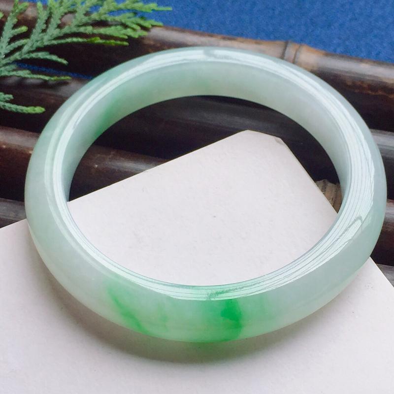 正圈54.6mm,细糯阳绿手镯,洁净水润质地,鲜艳夺目