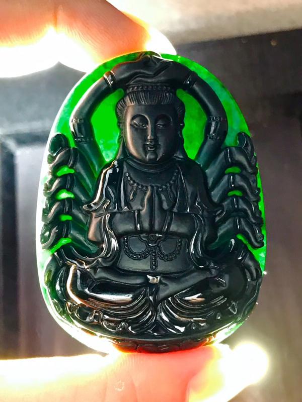 墨翠【千手观音】完美无裂纹,细腻干净,黑度好,性价比高,雕工精湛,打灯透绿 !