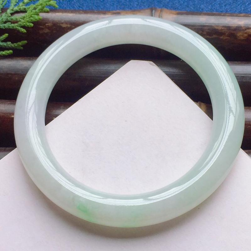 圆条56.4mm,细糯淡绿底色手镯,底子细润,清新宜人