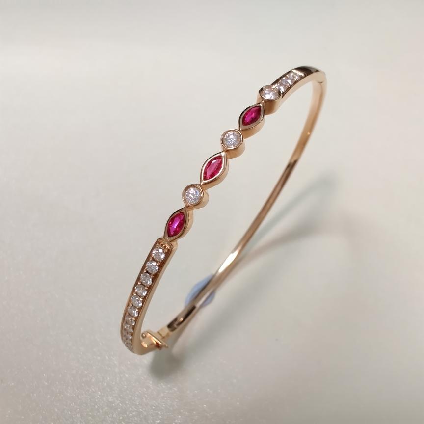 【手镯】18k金+红宝石+钻石  宝石颜色纯正 货重:10.18g  主石:0.25ct/3p