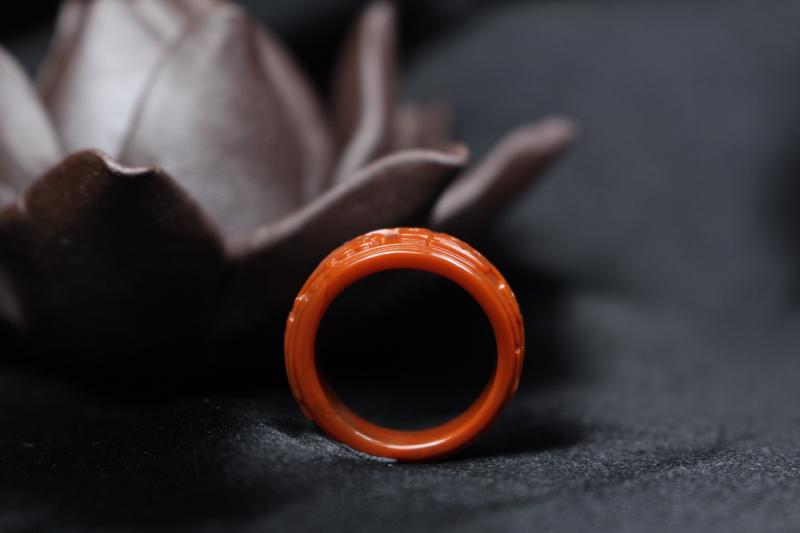 【原价5040元】*【指环】柿子红指环,浅浮雕刻仿古龙纹,线条流畅自然,上宽下窄,古朴大气,整体无胶