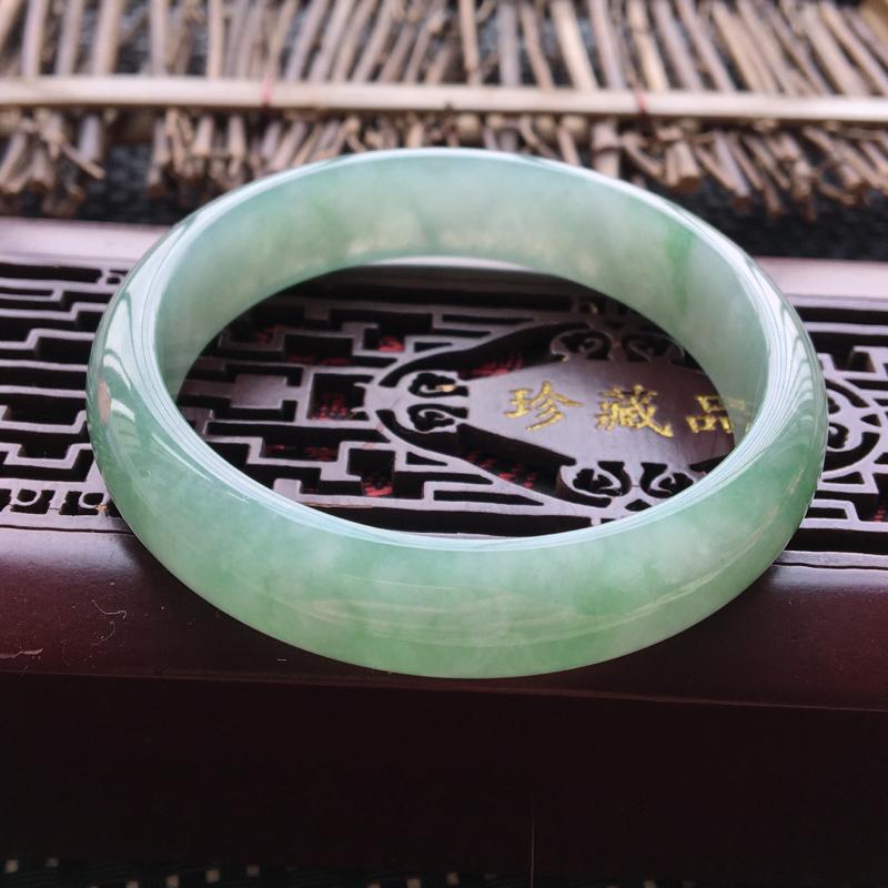 翡翠手镯内径57.7、天然A货翡翠手镯、料子细腻、浅绿底色、无纹裂