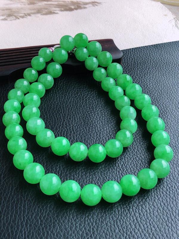天然缅甸老坑翡翠A货阳绿圆珠子项链,珠圆玉润,佩戴上身效果大气上档次,尺寸珠子直径取大12mm,取小