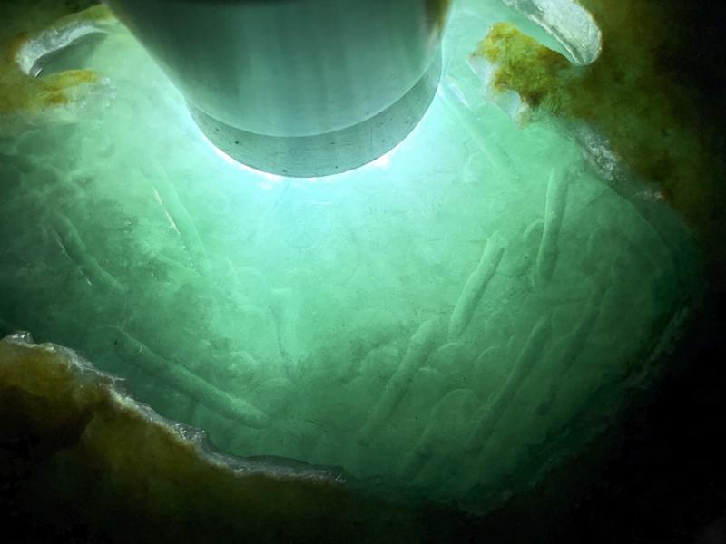 #免费切石解石##【名称】1.15公斤大马坎开窗水石手镯赌冰料。 【重量】1.15公斤尺寸】100*