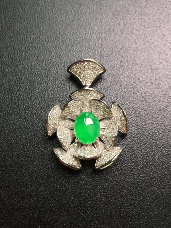阳绿蛋面吊坠,18k金伴钻镶嵌,完美,种水一流,性价比高。整体:25.8*10.8*6.2