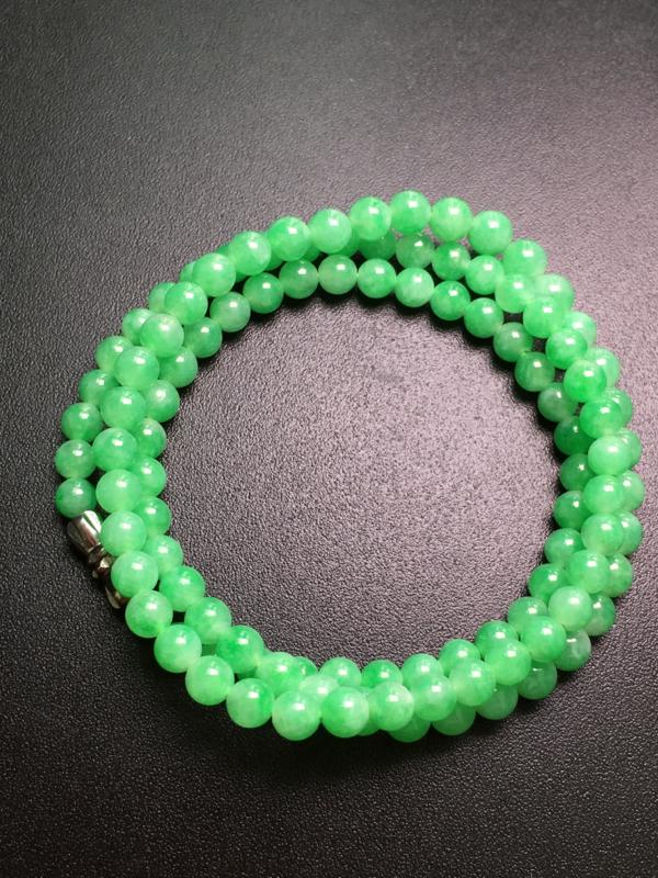 阳绿珠链,无镶嵌,完美,种水一流,性价比高。整体:5.2