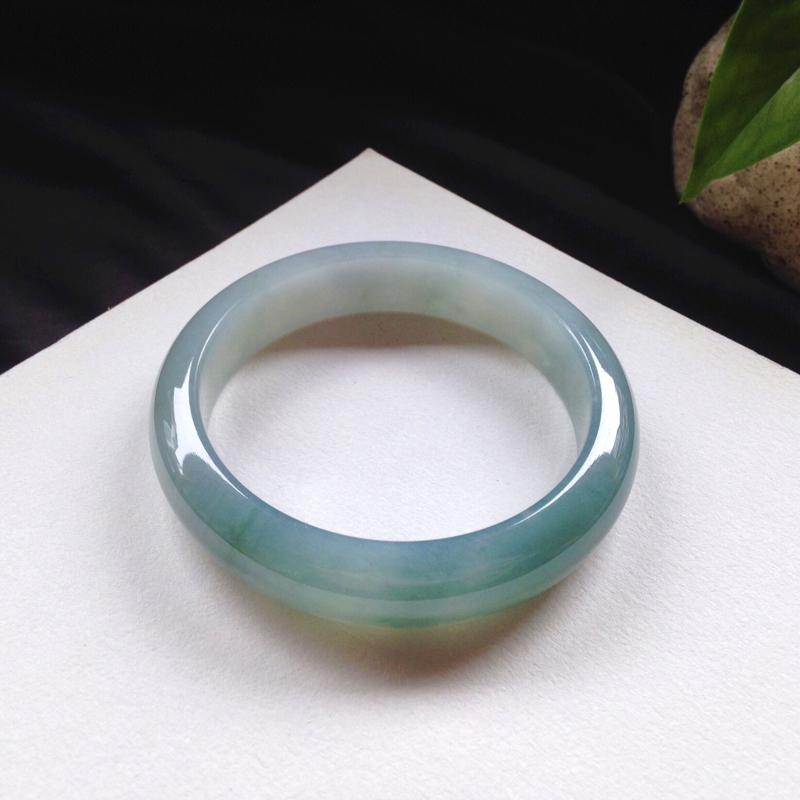 正圈:57.5-13.5-8.1 mm 糯化蓝底色,底妆细腻 干净,水头很足,底色清雅 温婉