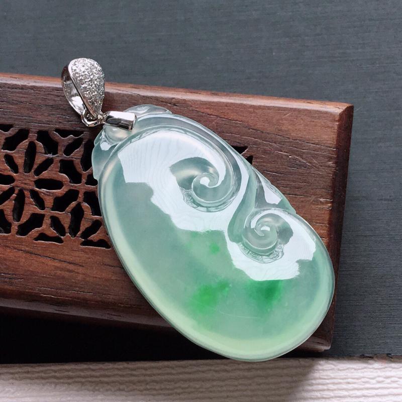 【原价1.04万元】*18k金扣头伴钻冰糯种飘绿如意吊坠,  料子细腻,雕工精美,颜色漂亮,  含金