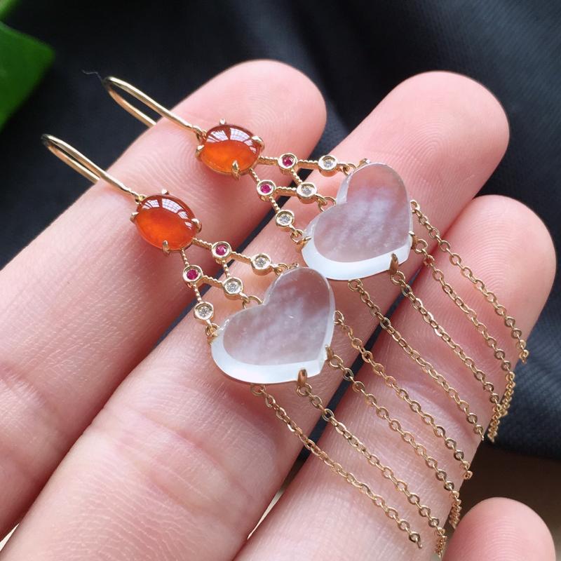冰种精美耳坠,18k金钻镶嵌,种老水润冰透饱满,唯美高贵漂亮,若有缘,莫错过。整体尺寸:59