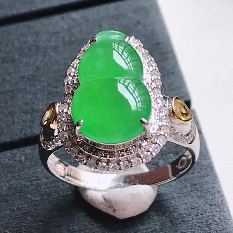 翡翠A货 18K金镶嵌冰种满色阳绿葫芦戒指,玉质细腻,底色漂亮,上身高贵,尺寸内径17.5 裸石14