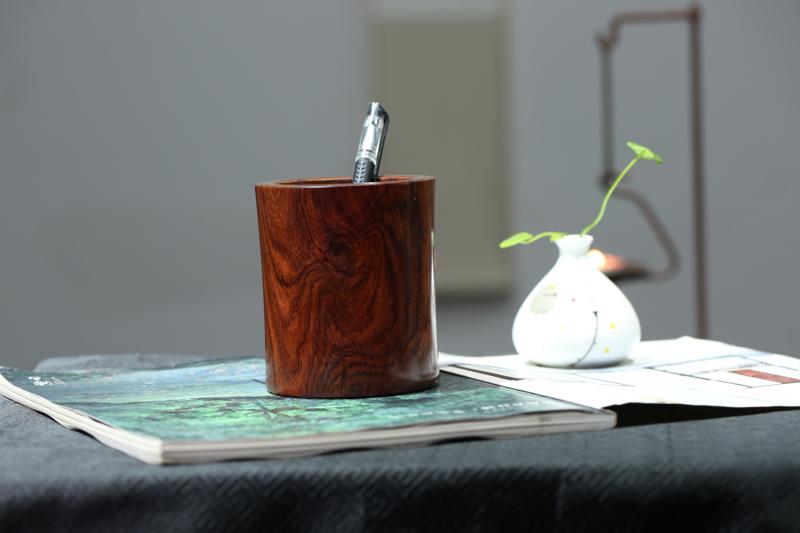 海南黄花梨 整料掏空 规格笔筒 纹理清晰可见 带有鬼眼 收藏