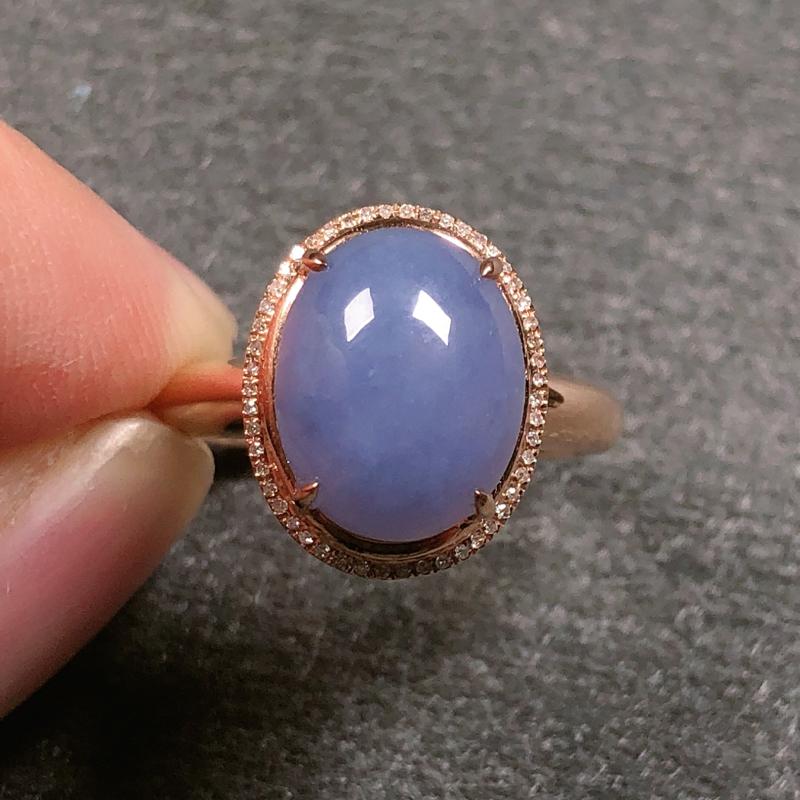 糯种紫罗兰翡翠戒指,质地细腻水润,饱满精致,紫罗兰色泽淡雅贵气,尺寸饱满厚件,款式十分精致,戒圈14