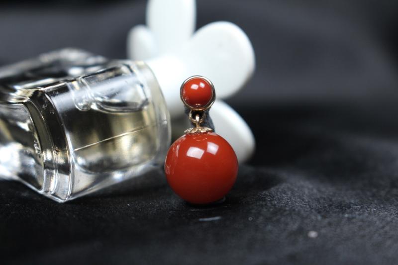 【吊坠】小锦红圆珠吊坠,18k玫瑰金包边镶嵌扣头,吊坠一个南红小蛋面,简约大方,整体无胶无裂无杂。