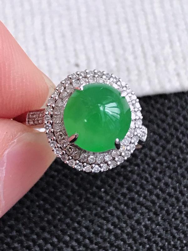 镶嵌18K金伴钻,缅甸天然老坑翡翠A货满绿福气戒指,裸石尺寸7.8*7.6*4.6,料子细腻,指圈1