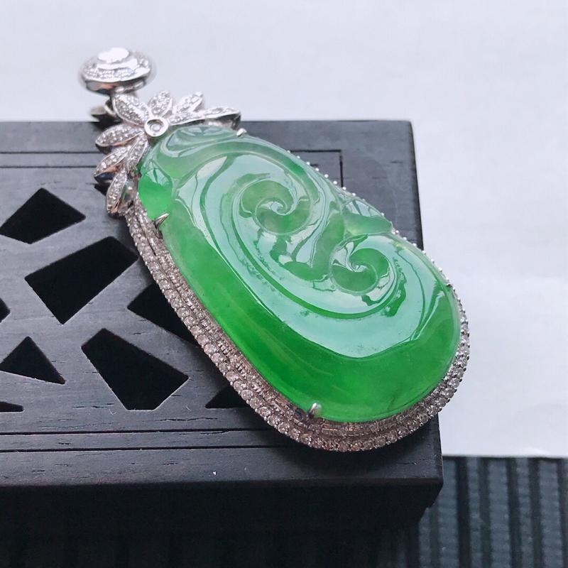 【原价1.09万元】*天然翡翠A货18K金镶嵌伴钻冰糯种飘绿精美如意吊坠,含金尺寸46.2-20.2