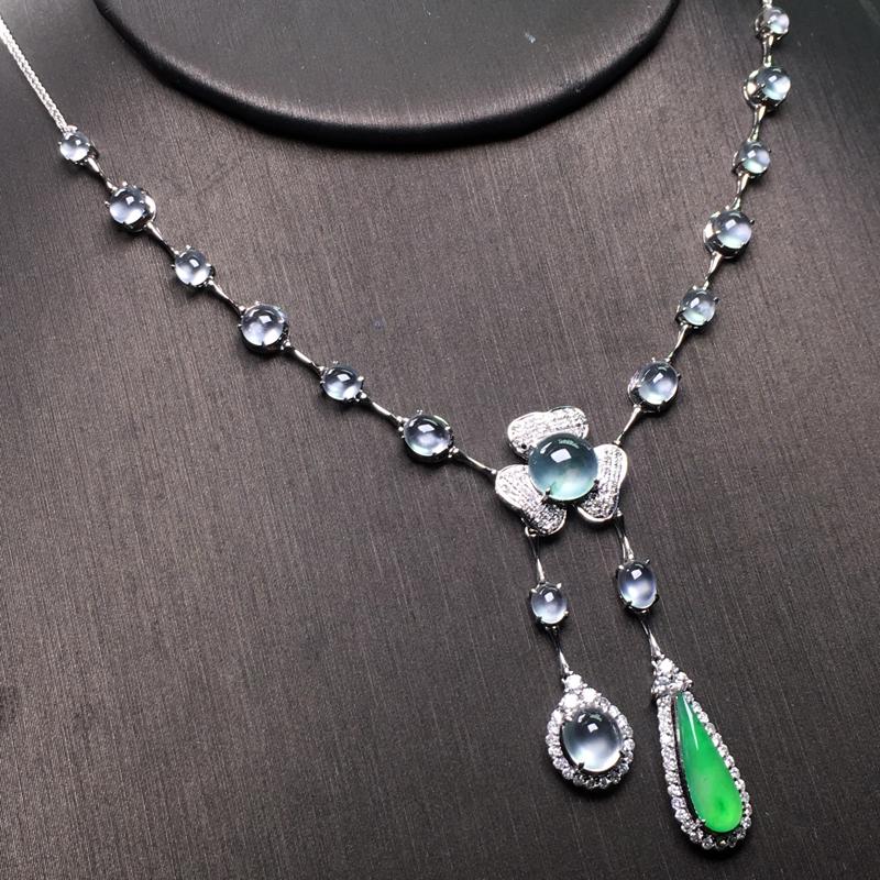 玻璃种小蛋面冰阳绿设计款项链,精致时尚,种老水足,晶莹透亮,冰透起光,细腻十足,佩戴完美,裸石:1