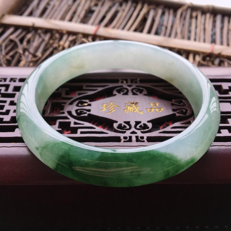 翡翠手镯内径60、天然A货翡翠飘绿手镯、种水好、细腻飘花、没有纹裂