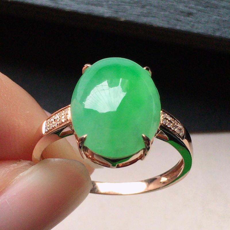缅甸翡翠17圈口18k金伴钻镶嵌带绿蛋面戒指,自然光实拍,颜色漂亮,玉质莹润,佩戴佳品,内径:17.