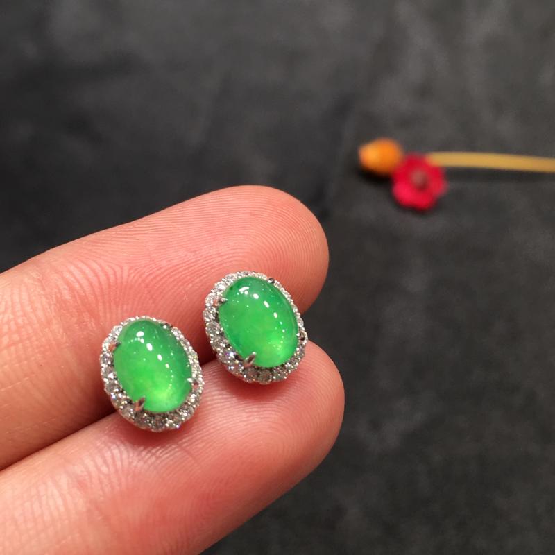 一对阳绿耳钉,完美,底庄细腻,18k白金南非真钻镶嵌,性价比高,推荐,尺寸9.5*7.6*6/7.6
