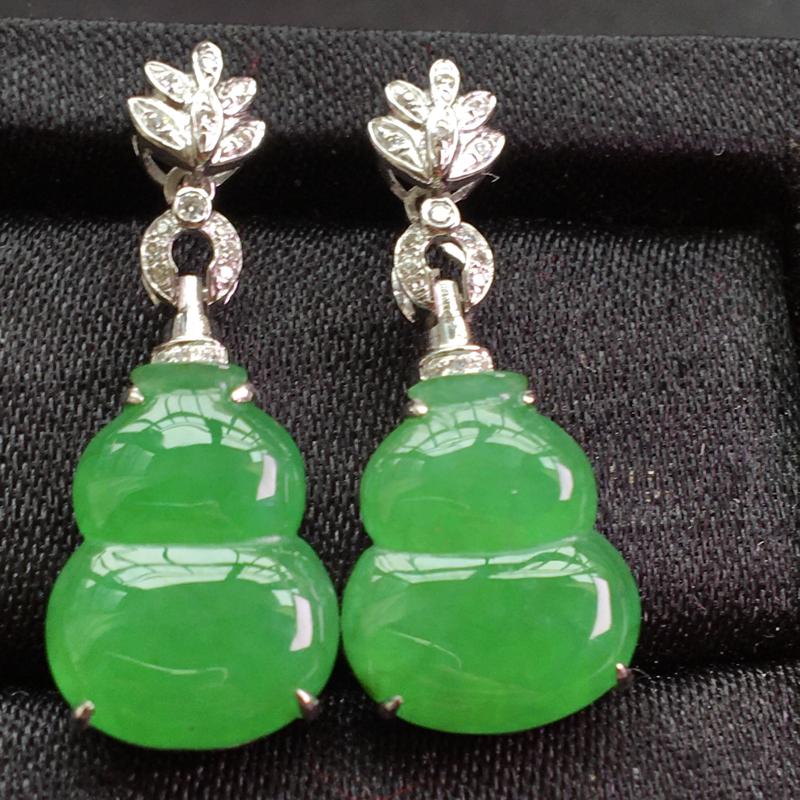 天然翡翠A货,18K金伴钻镶嵌,满绿葫芦耳坠,料子细腻,冰透水润,色泽鲜艳,豪华镶嵌,性价比高,整体