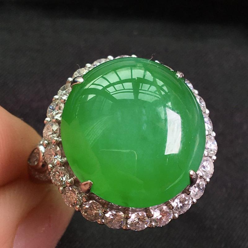 天然翡翠A货,18K金伴钻镶嵌,满绿戒指,料子细腻,冰透水润,色泽鲜艳,豪华镶嵌,性价比高,