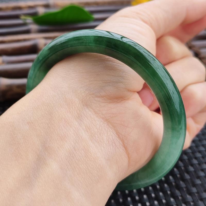 【圆条56.6圈口】自然光实拍,天然翡翠A货水润芙蓉绿圆条手镯,尺寸:56.6-8.7-8.7m