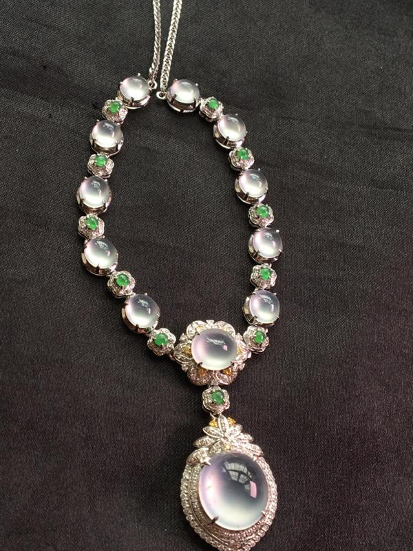 天然翡翠A货,18K金伴钻镶嵌,冰种套链,料子细腻,冰透水润,豪华镶嵌,性价比高
