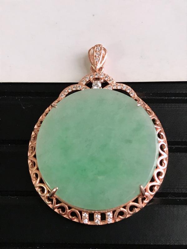 缅甸天然老坑翡翠A货飘绿平安扣吊坠,尺寸40.8*30.5*6.9,料子细腻,金属是装饰品