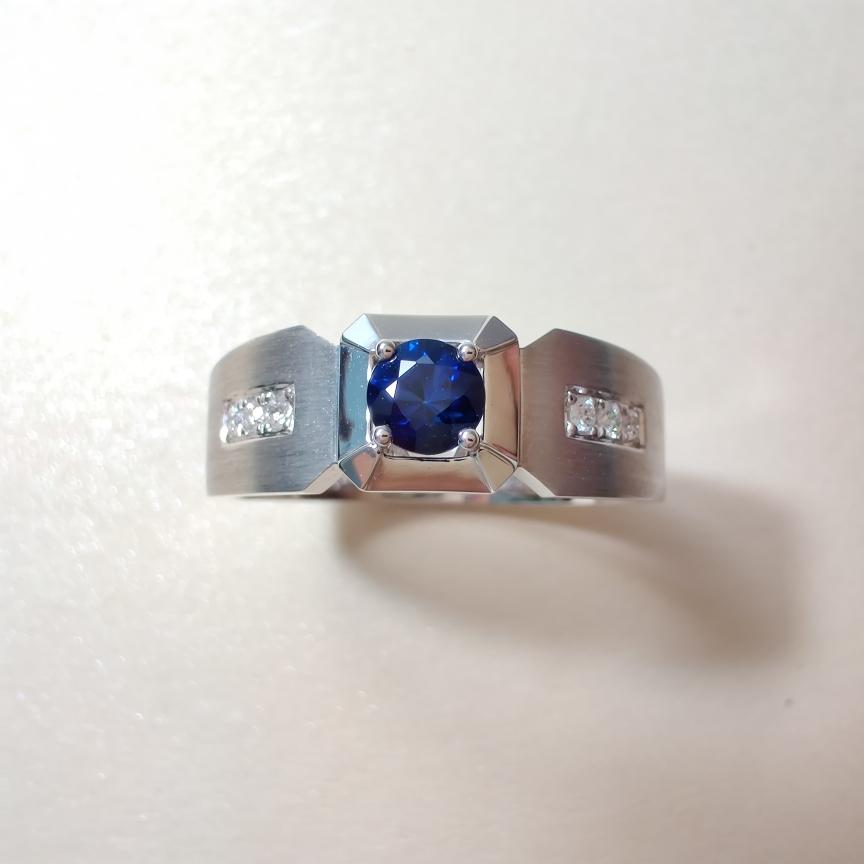 【【戒指】18k金+蓝宝石+钻石  宝石颜色纯正 货重:6.78g  主石:0.35ct  手寸:21】图2