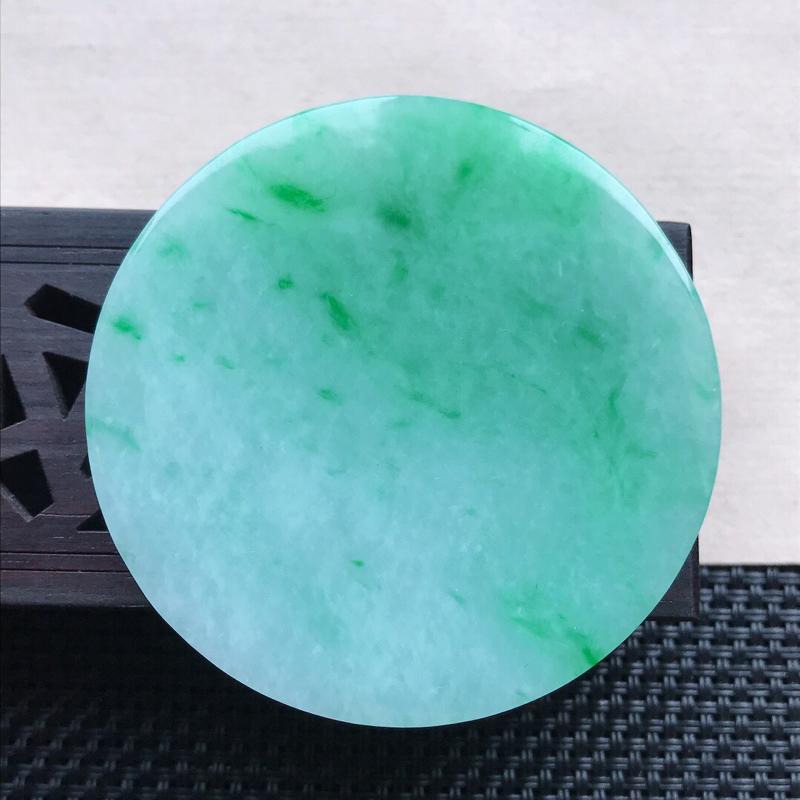 天然翡翠A货细糯种飘花精美无事牌吊坠,尺寸51.4-4.9 mm,玉质细腻,种水好 上身效果漂亮