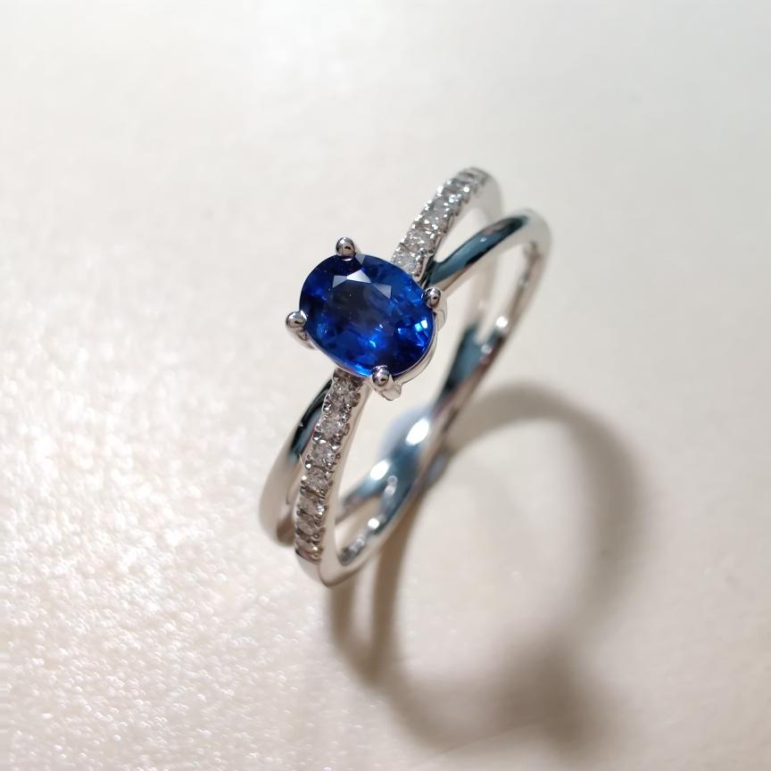 【戒指】18k金+蓝宝石+钻石  宝石颜色纯正 货重:2.58g  主石:0.44ct  手寸:14