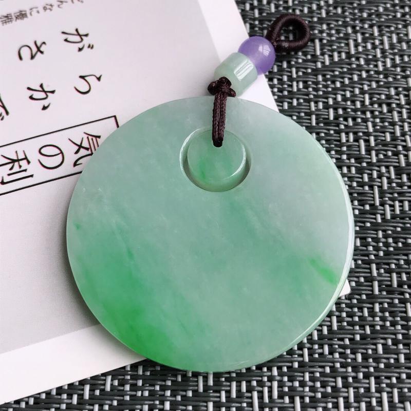 飘阳绿平安扣吊坠天然翡翠A货,尺寸:40/4.3mm,顶珠是装饰品