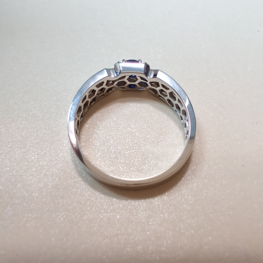 【【戒指】18k金+蓝宝石+钻石  宝石颜色纯正 货重:6.78g  主石:0.35ct  手寸:21】图4